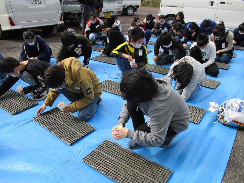 http://sasaoka-es.agano.ed.jp/assets_c/2020/04/IMG_0012-thumb-799x600-1756.jpg